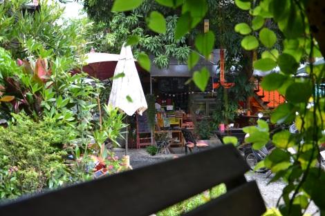Ein Blick aus dem Gartenpavillion (in dem man übrigens ganze Stunden und Tage verbringen kann!)